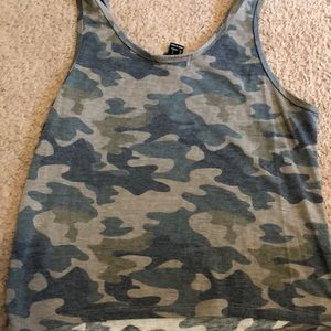 Forever 21 Tops - Forever 21 crop camo tank top L nwot